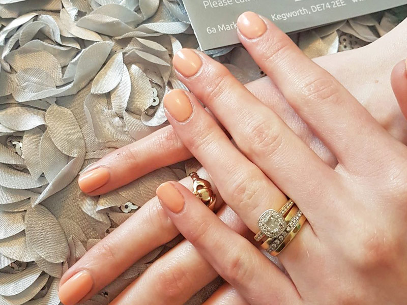 Shellac Manicure Derby - Colour is Salmon Run